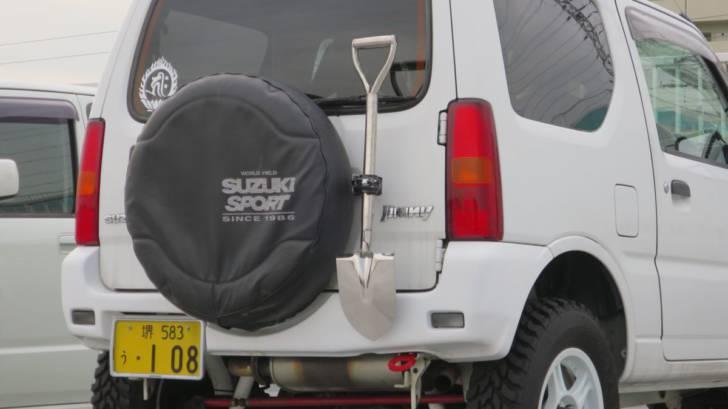 モンスタースポーツ牽引フック リアとワイルドグース スペアタイヤサイドスコップホルダー